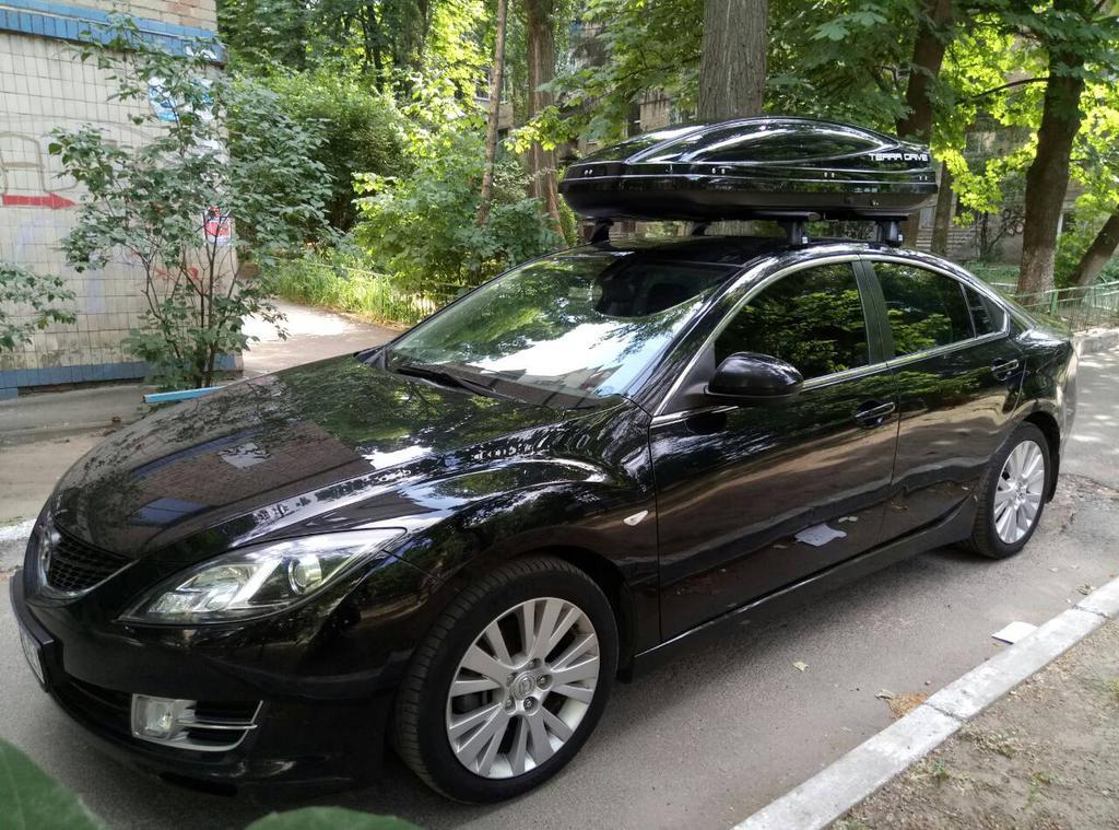 Бокс Terra Drive 480 глянцевый и багажник Cruz на Mazda 6