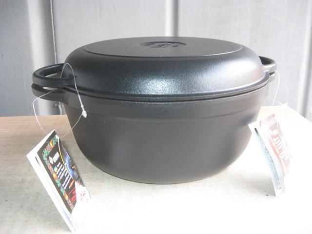 Кастрюля  чугунная эмалированная с крышкой сковородой. Матово-чёрная. Объем 5,5 литра, 260х130 мм