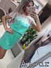 Красивое женское платье с кружевом и ремешком.