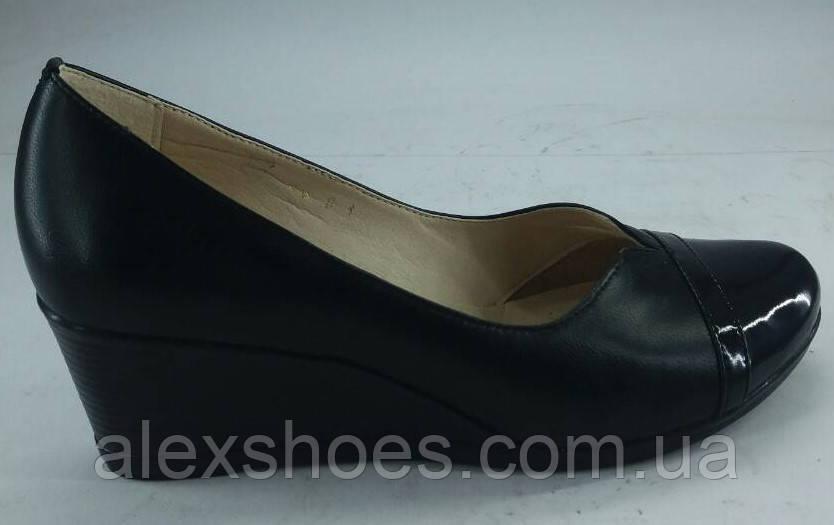 Туфли женские на удобной танкетке из натуральной кожи от производителя  модель