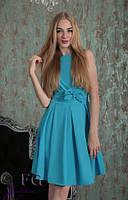 Летнее голубое платье с облегающим верхом и пышной юбкой