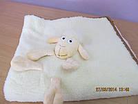 Детское шерстяное одеяло с игрушкой-овечкой (100см х 120см)