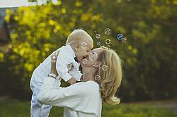 Какие полезные вещи актуальны для маленького ребенка в летний период?