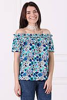 Белая блуза в сине-голубой этно-принт JANEY с открытыми плечами