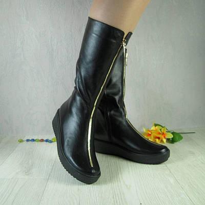 Женские сапоги из натуральной кожи черного цвета, на широкую ножку