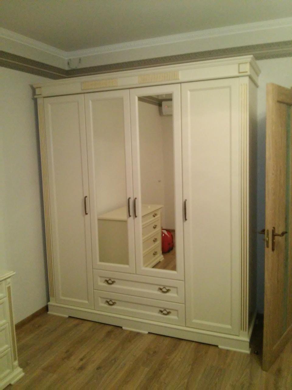 Деревянный шкаф Виктория