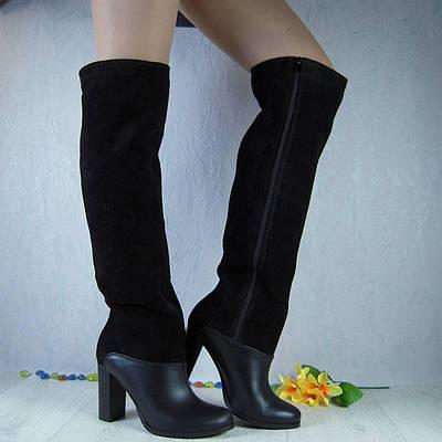 Женские ботфорты из натурального замша и кожи черного цвета, на устойчивом каблуке