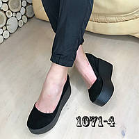 Замшевые туфли на maxi платформе черные