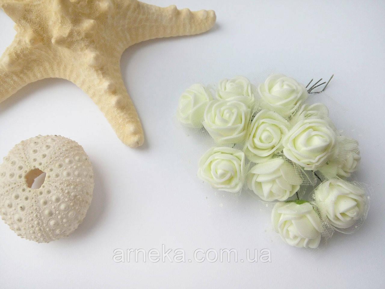 Розы латексные (с фатином) кремовые