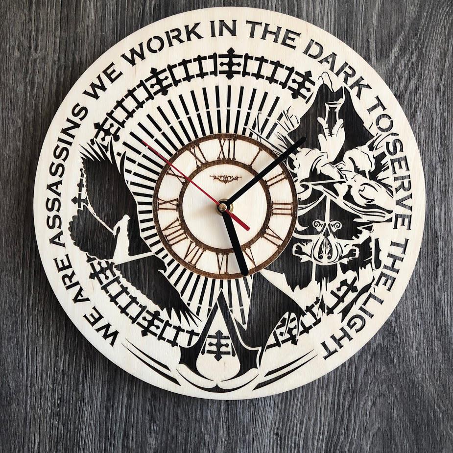 Тематические интерьерные настенные часы «Кредо убийцы»