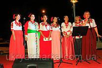 Чарівні та талановиті красуні у вишитих українських сукнях.