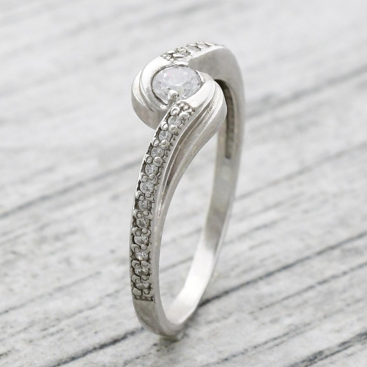 """Серебряное кольцо """"Есения"""", вставка белые фианиты, вес 1.9 г, размер 18.5"""