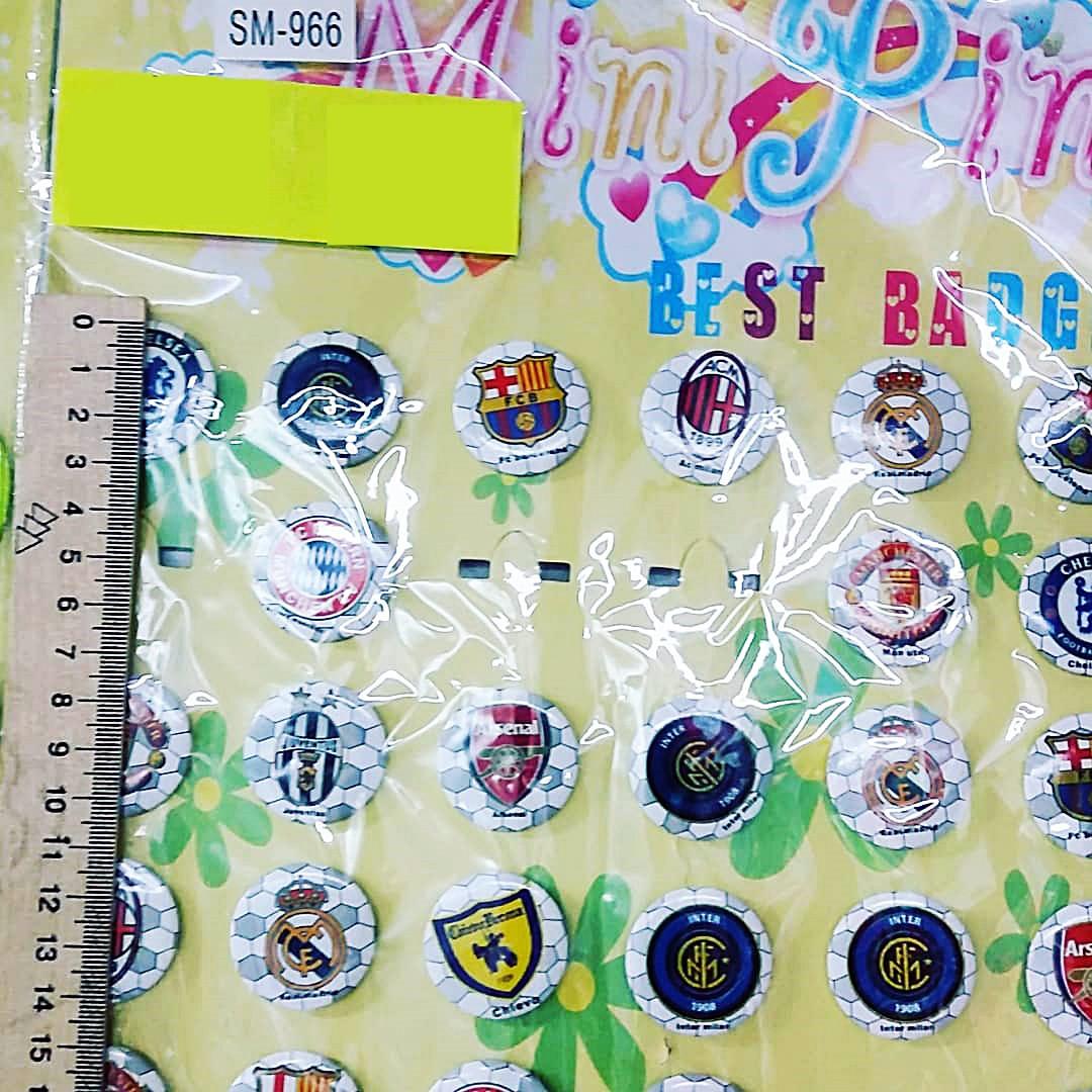 Пластиковые значки с логотипами футбольных клубов