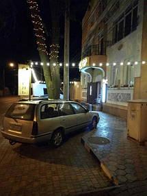 Освещение фасада гостиного комплекса АЖУР 3