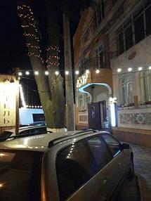 Освещение фасада гостиного комплекса АЖУР 4