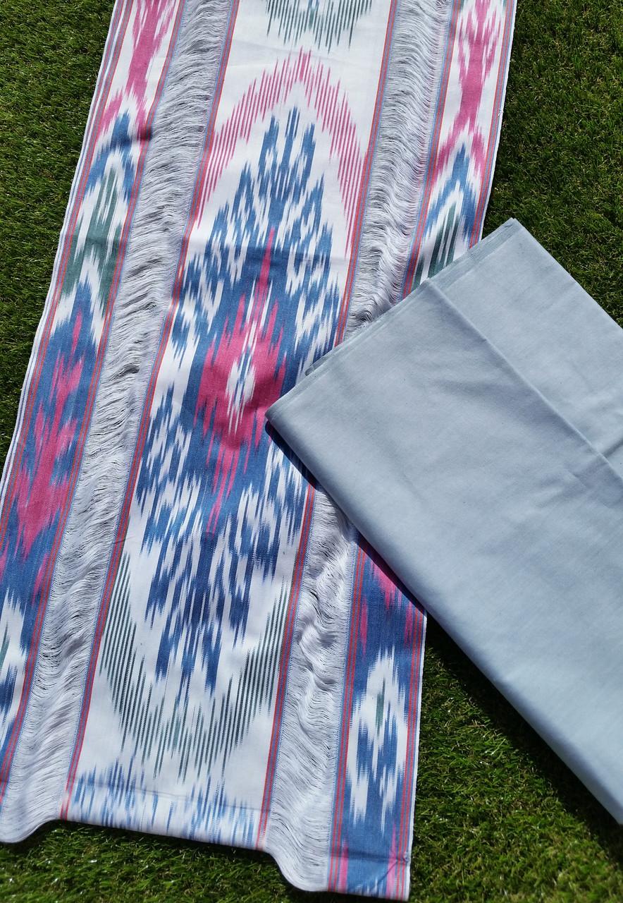 Хлопковая однотонная ткань ручного ткачества. Маргилан, Узбекистан
