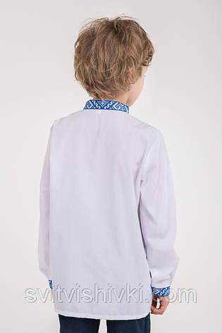 Вишита сорочка на хлопчика з синім орнаментом, фото 2