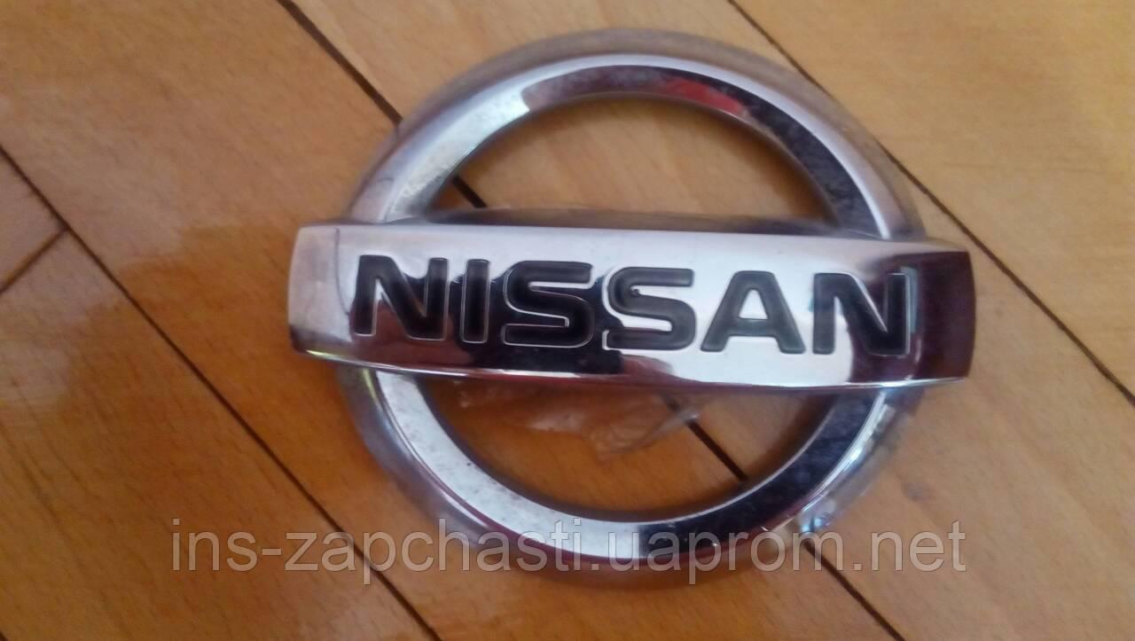 Емблема задня на бампер 4276W0010 Nissan Qashqai (Ніссан Кашкай)