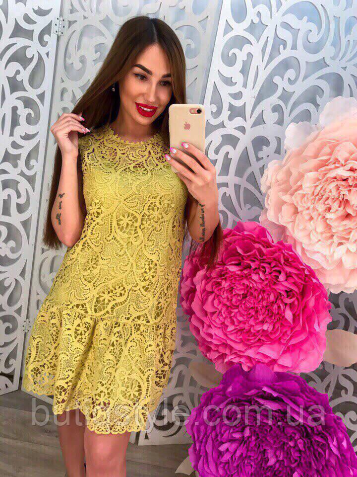 Стильное элегантное зеленое платье гипюр