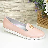 Женские кожаные туфли-мокасины на утолщенной белой подошве, цвет пудра. 36 размер