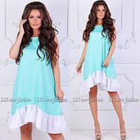 Стильное летнее платье бирюзового цвета с белыми рюшами снизу