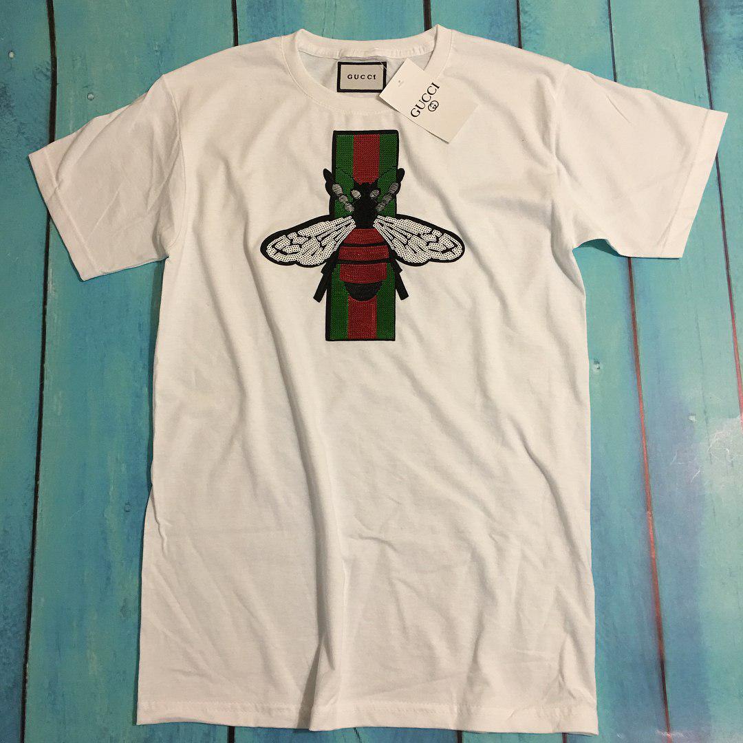 c8f3ee9d89d0 ... Футболка белая женская брендовая с патчем из пайеток Пчела от Gucci  Гуччи, ...