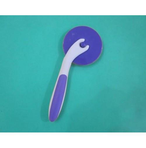 Роликовый нож для мастики и теста.