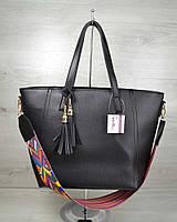 """Женская сумочка """"Кисточка"""". Черный цвет и яркий ремешок"""