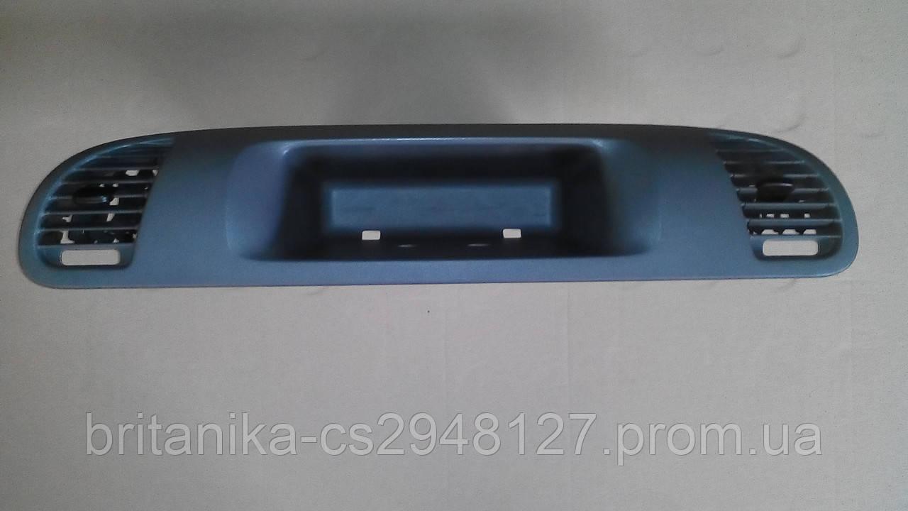 Накладка правая на приборную панель Мерседес Спринтер cdi