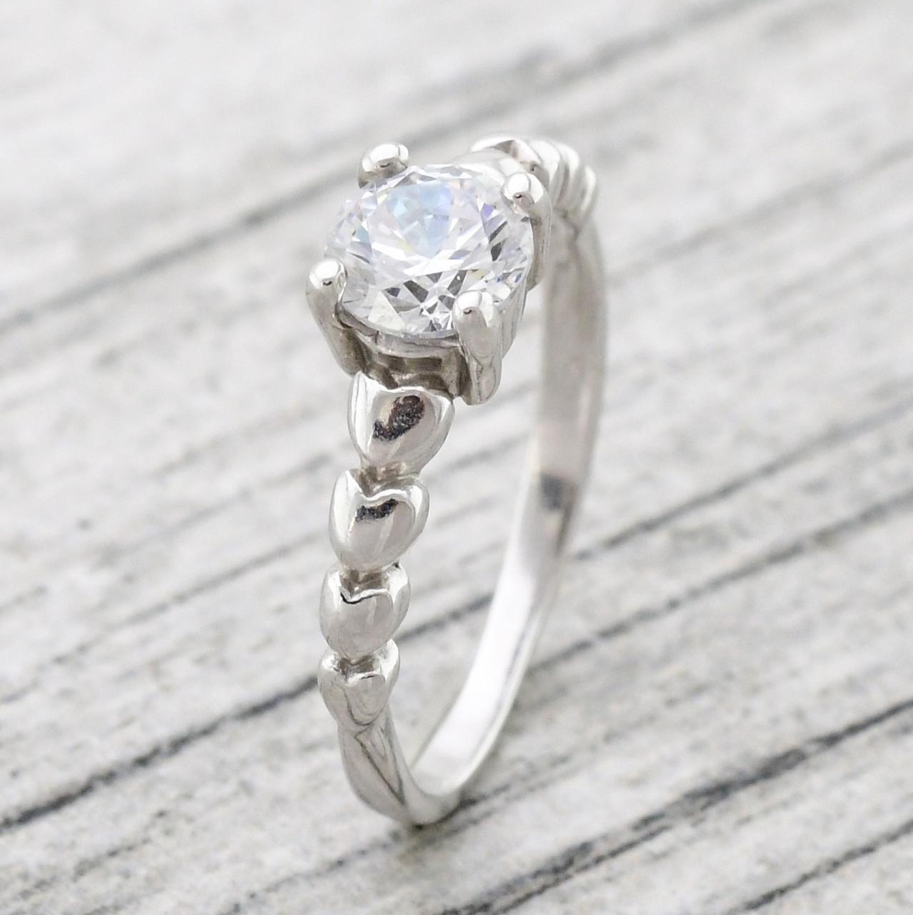 """Серебряное кольцо """"Севилья"""", вставка белыефианиты, вес 2.27 г, размер 16"""