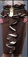 Юбка молодежная с рюшем черного цвета с бежевой отделкой, повседневная, теплая по колено