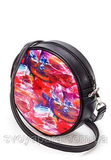 Женская сумочка круглая из высококачественной экокожи чёрного цвета с цветным принтом