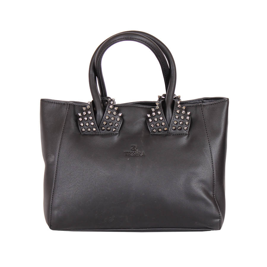 Черная сумка с шипами на ручках из металла
