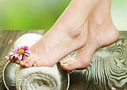 Как ухаживать за ногами: использование ванночек и кремов