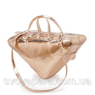Женская сумка треугольник из высококачественной экокожи золотого цвета с одним основным отделением