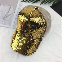 Женская кепка с двухсторонними пайетками золотистая