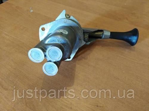 Кран тормозной обратного действия (ручник) (3 подвода) КрАЗ (ПААЗ) 100-3537010