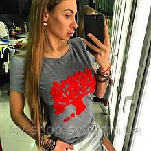 Женская красивая футболка  велюровым принтом