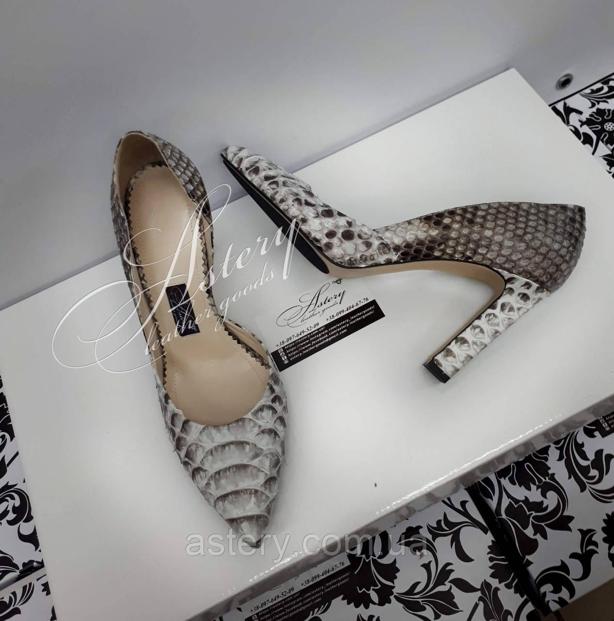 Жіночі сірі туфлі з пітона на високому каблуці-стовпчику
