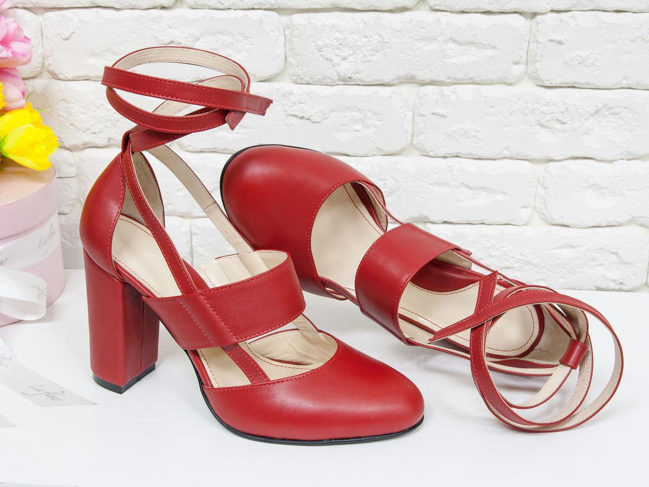 Туфли женские на устойчивом каблуке из натуральной кожи красного цвета