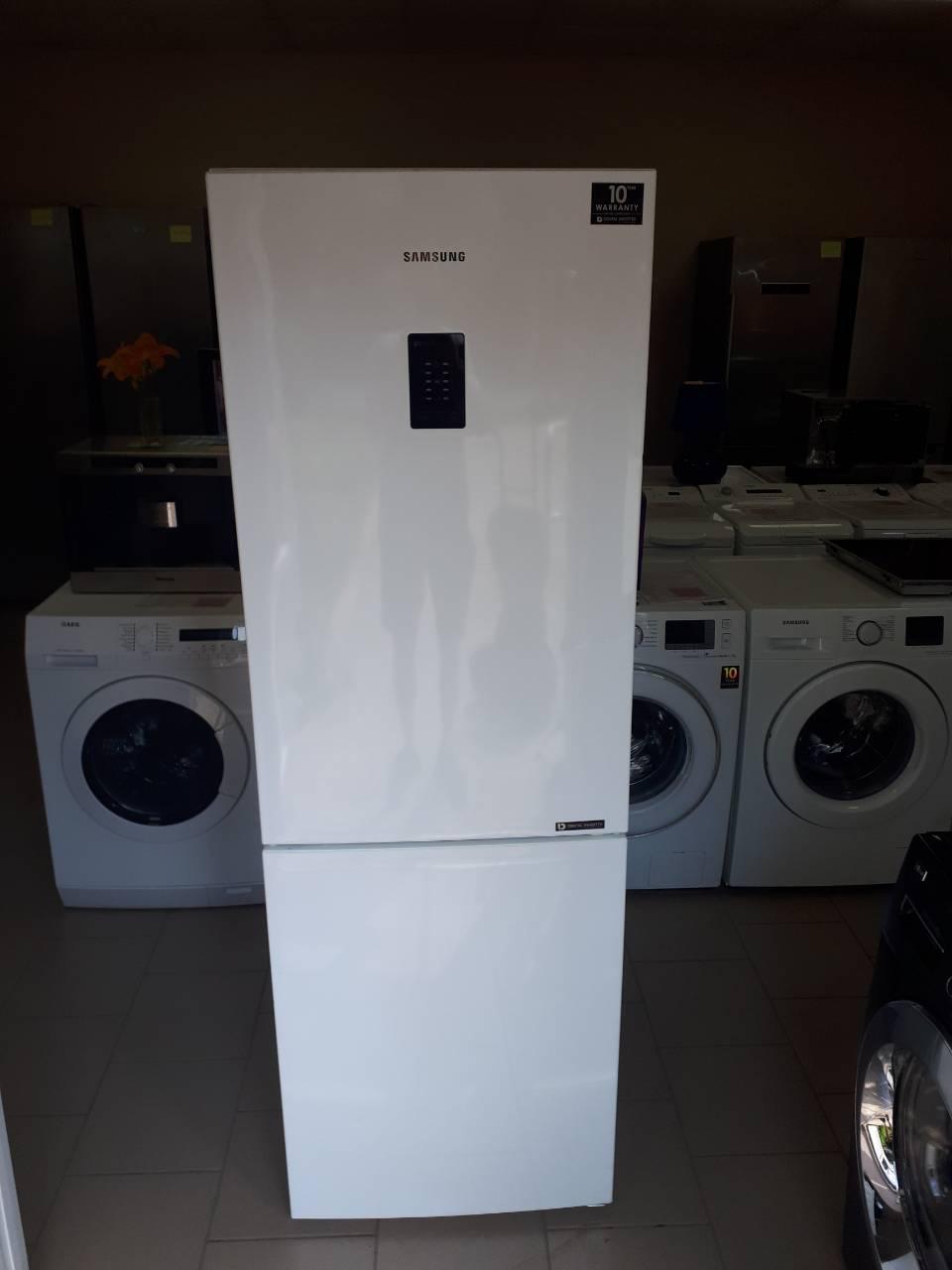Холодильник Samsung RB29FEJNCWW