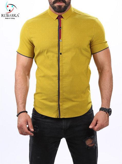 Яркая мужская рубашка на короткий рукав салатового цвета