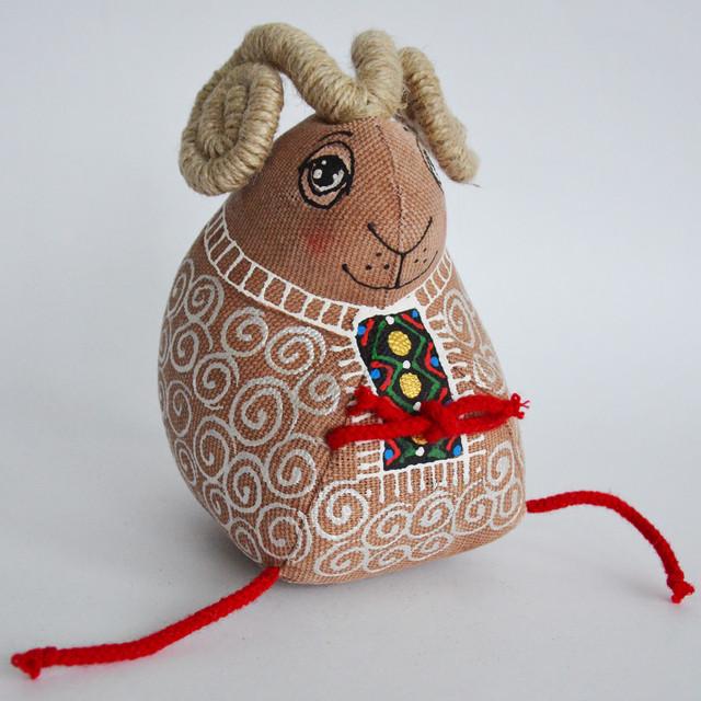 новогодний сувенир Барашек в вышиванке