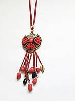 Длинная подвеска на кожаном шнурке с кулоном, с медальоном украшенным натуральными камнями , бусы