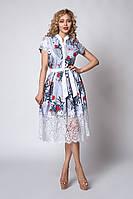 Летнее женское платье в полоску с красным цветами