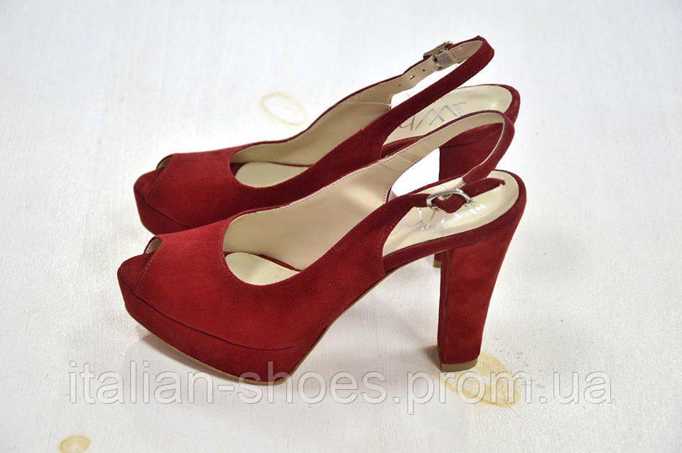 Босоножки на каблуке красные замш с открытым пальчиком