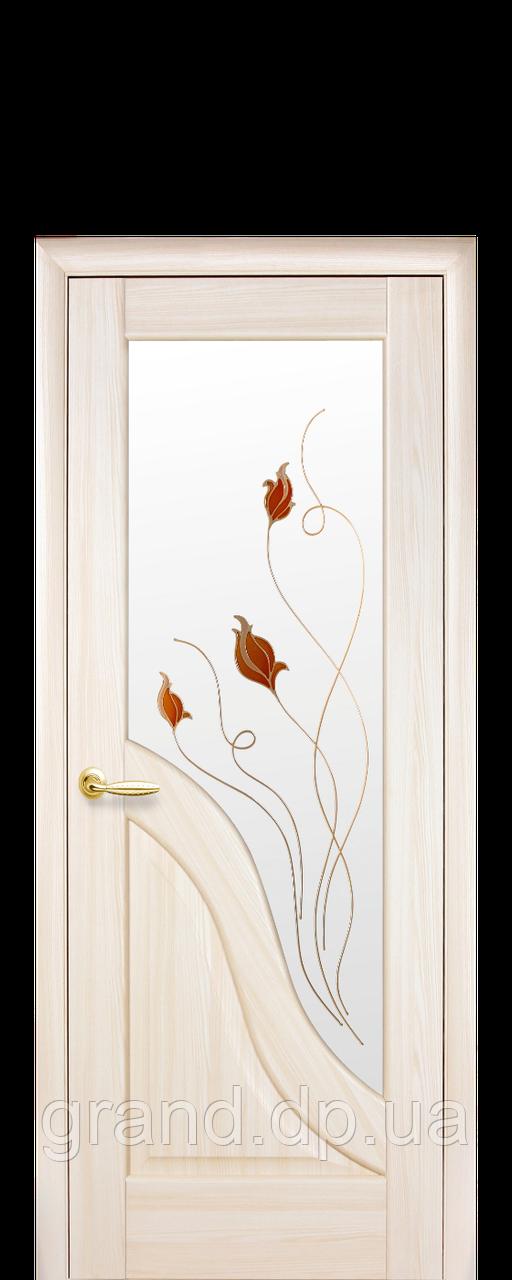 Межкомнатная дверь  Амата ПВХ DeLuxe со стеклом сатин и цветным рисунком, цвет ясень