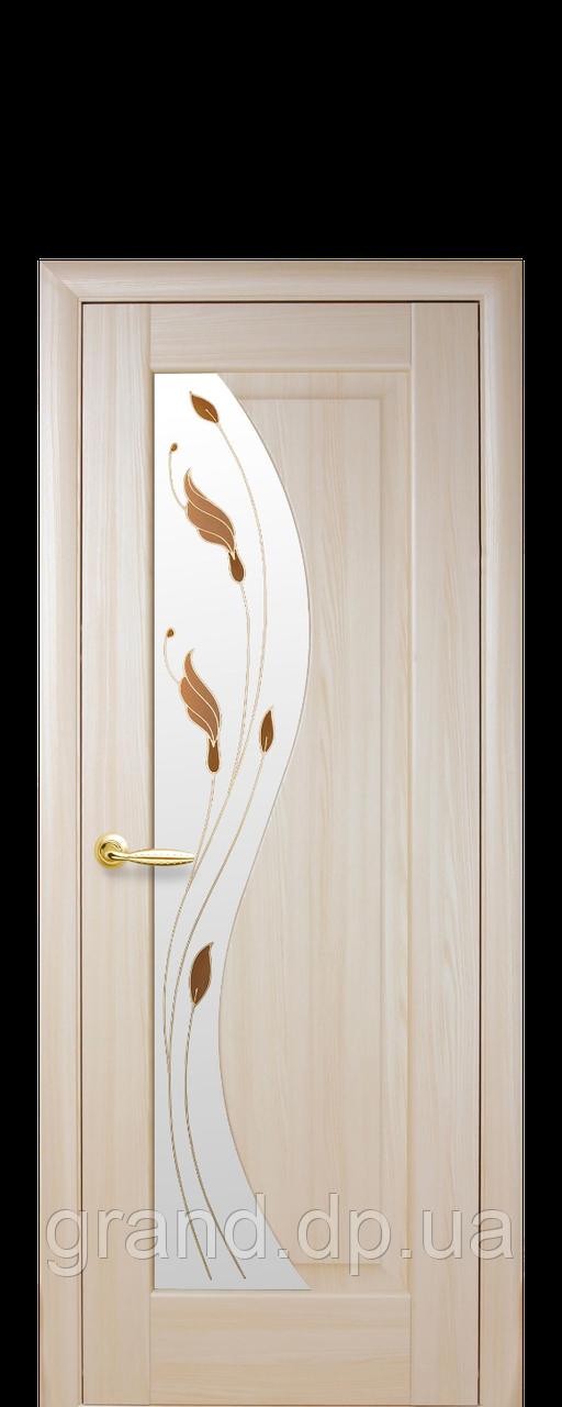 Межкомнатная дверь Эскада  ПВХ DeLuxe со стеклом сатин и цветным рисунком, цвет ясень