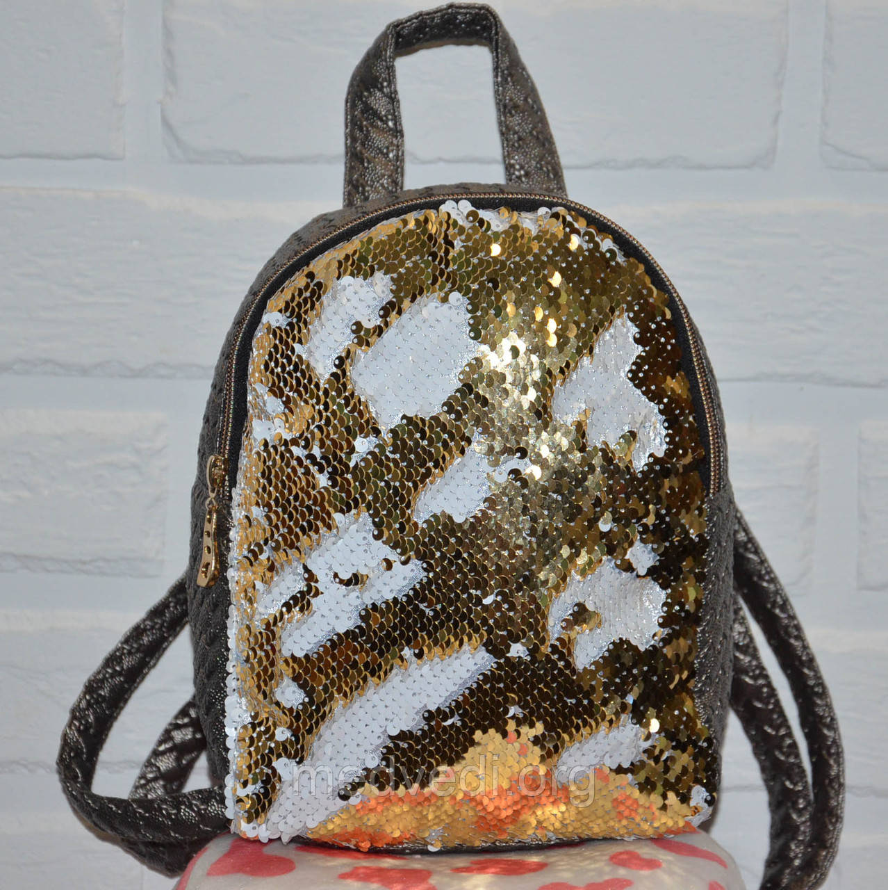 Серый рюкзак с золотыми пайетками двусторонними, женский золотой молодежный рюкзачок черно-белая пайетка