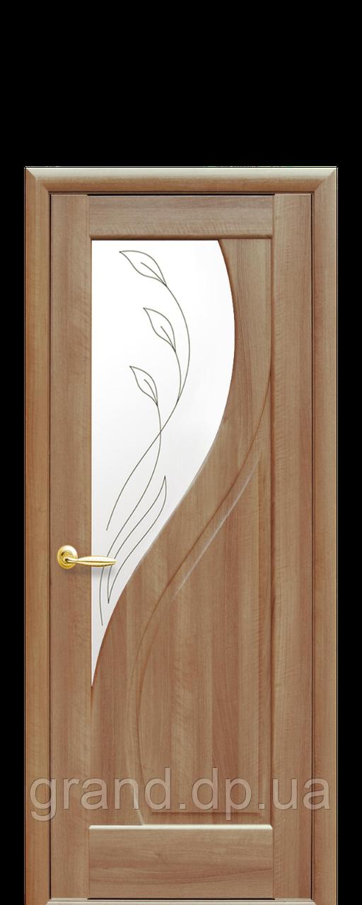 Межкомнатная дверь  Прима ПВХ DeLuxe со стеклом и матовым рисунком, цвет золотая ольха